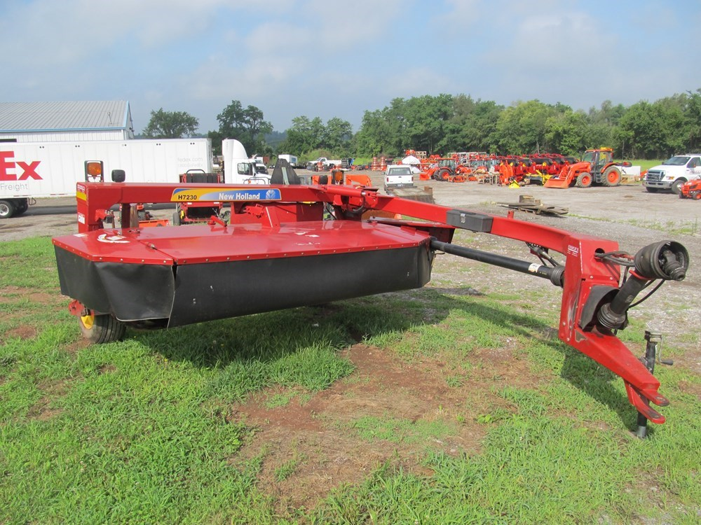 Used NEW HOLLAND H7230 $16,900.00