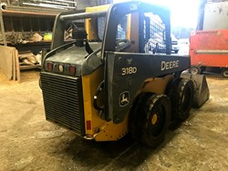 John Deere 318D used picture