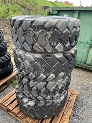 NEW HOLLAND 14X17.5 TIRE/RIM COMBO