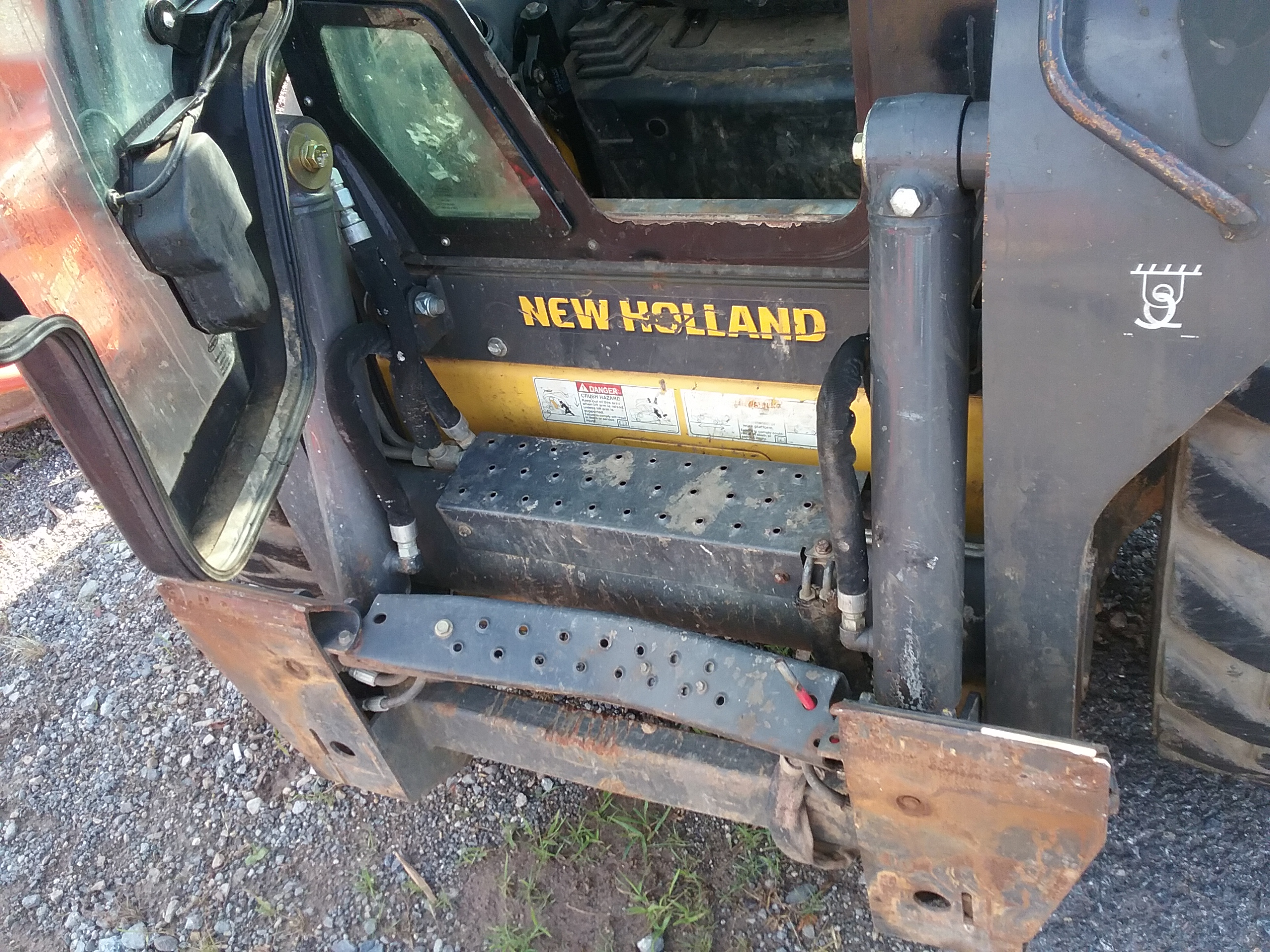 Used NEW HOLLAND L223 $25,900.00